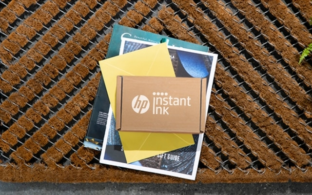 Instant Ink delivery package on doorstep